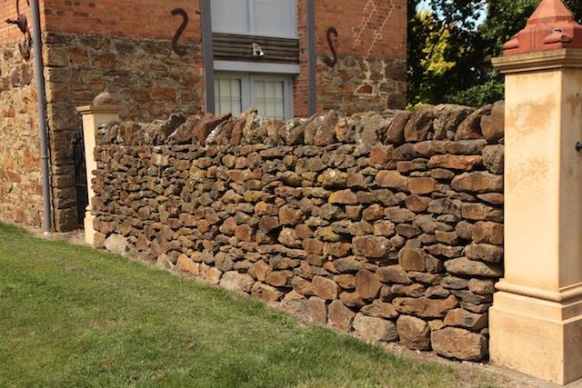 Bentley roadside walls, Chudleigh (2)